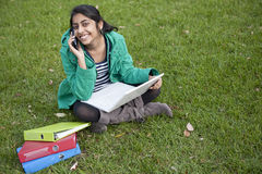 Estudiante indio en al aire libre Fotos de archivo