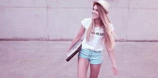 Estudiante joven de moda atractivo Fotos de archivo libres de regalías