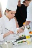Estudiante joven en clase de cocina Fotos de archivo libres de regalías