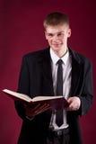 Estudiante joven hermoso con el libro Fotografía de archivo