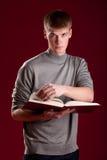 Estudiante joven hermoso con el libro Foto de archivo