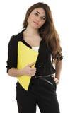 Estudiante joven hispánico bonito que lleva a cabo un amarillo Imagenes de archivo