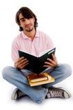 Estudiante joven ocupado en estudiar Imagenes de archivo