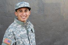 Estudiante joven orgulloso de la escuela militar con el espacio de la copia Fotos de archivo libres de regalías