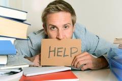 Estudiante joven Overwhelmed que pide ayuda Imagen de archivo libre de regalías