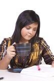 Estudiante joven que estudia para los exámenes Fotografía de archivo