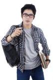 Estudiante joven que señala en la cámara Foto de archivo libre de regalías