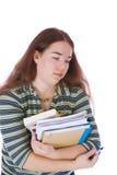 Estudiante joven que se coloca con una pila de libros imágenes de archivo libres de regalías