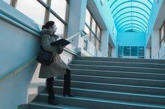 Estudiante ligero azul del pasillo Fotos de archivo