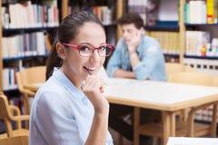 Estudiante lindo con los vidrios Foto de archivo libre de regalías