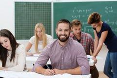 Estudiante masculino acertado feliz Foto de archivo libre de regalías