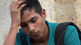Estudiante masculino adolescente confuso y preocupante Imagenes de archivo