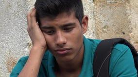 Estudiante masculino adolescente confuso y preocupante Foto de archivo libre de regalías