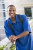Estudiante masculino afuera Foto de archivo libre de regalías
