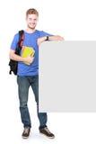 Estudiante masculino joven que lleva a cabo al tablero en blanco blanco Imagen de archivo