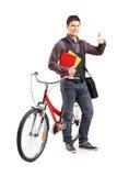 Estudiante masculino que da un pulgar para arriba Imágenes de archivo libres de regalías
