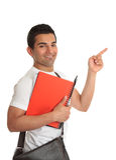 Estudiante masculino que señala su dedo a su mensaje Imágenes de archivo libres de regalías