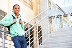 Estudiante masculino Standing Outside Building de la High School secundaria Imágenes de archivo libres de regalías