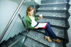 Estudiante ocupado Imágenes de archivo libres de regalías