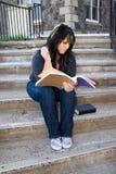 Estudiante que hace la preparación Fotografía de archivo