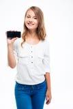 Estudiante que muestra la pantalla del smartphone Imagenes de archivo