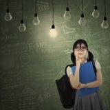 Estudiante que piensa idea brillante Imagen de archivo