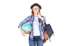 Estudiante que presenta con el globo Fotografía de archivo libre de regalías