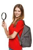 Estudiante que se coloca con la lupa Fotos de archivo