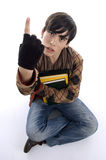 Estudiante que se sienta que muestra el dedo Imagen de archivo