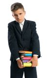 Estudiante que sostiene los libros de texto pesados Imágenes de archivo libres de regalías
