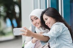 Estudiante que toma el selfie junto Fotografía de archivo libre de regalías