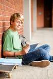 Estudiante que usa el ordenador de la tablilla Imagen de archivo