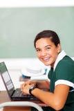 Estudiante que usa el ordenador portátil Fotografía de archivo libre de regalías