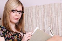 Estudiante rubio joven lindo Imagen de archivo libre de regalías