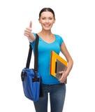 Estudiante sonriente con el bolso, las carpetas y PC de la tableta Imagenes de archivo