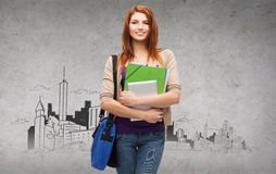 Estudiante sonriente con el bolso, las carpetas y PC de la tableta Fotos de archivo libres de regalías