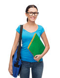 Estudiante sonriente con el bolso y las carpetas Imagen de archivo