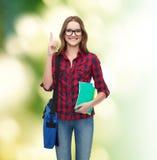 Estudiante sonriente con el bolso y los cuadernos Imagenes de archivo