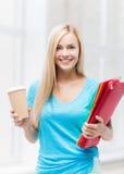 Estudiante sonriente con las carpetas Fotos de archivo libres de regalías