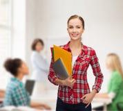 Estudiante sonriente con las carpetas y PC de la tableta Fotografía de archivo libre de regalías