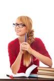 Estudiante sonriente en lentes con los libros y la pluma Imagen de archivo