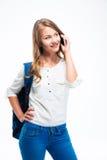 Estudiante sonriente que habla en el teléfono Fotos de archivo libres de regalías