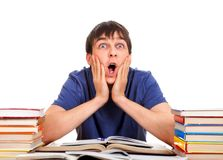 Estudiante sorprendido con libros Fotografía de archivo