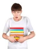 Estudiante sorprendido con libros Foto de archivo