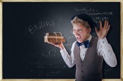 Estudiante terrible de griterío con los libros Imagenes de archivo
