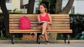 Estudiante Thinking Pretty Female Imágenes de archivo libres de regalías