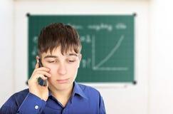 Estudiante triste con el teléfono móvil Fotos de archivo libres de regalías