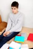 Estudiante triste en casa Foto de archivo libre de regalías