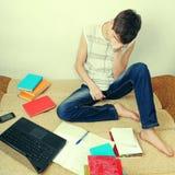 Estudiante triste en la cama Fotografía de archivo