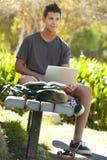 Estudiante un parque Foto de archivo